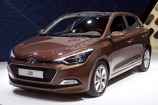 we get up close with the new 2015 hyundai i20. Black Bedroom Furniture Sets. Home Design Ideas